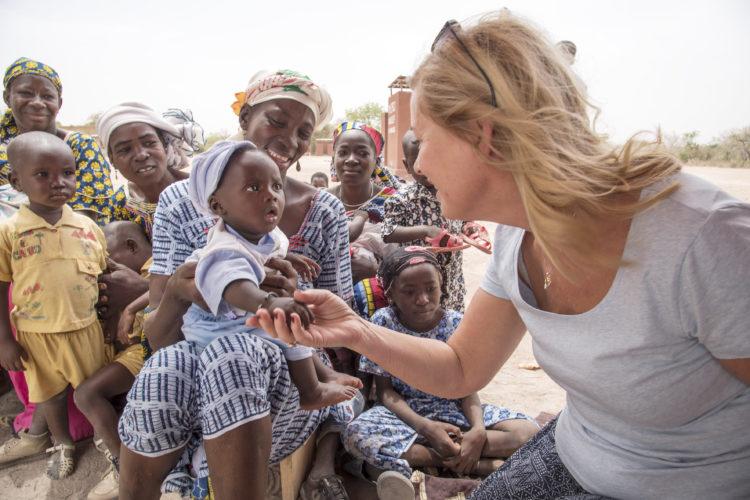 Vi delte ut nødhjelp i Mali, Afrika med Unicef og Bjørn Kjos med Norwegian.